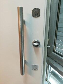 Дверной блок класс Бр-3 по пулестойкости и 3 класса устойчивости к взлому