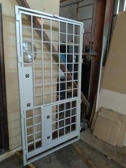 Дверной блок VII класса взломостойкости 1220х2200 мм с решетчатой дверью и люком 600x600 мм